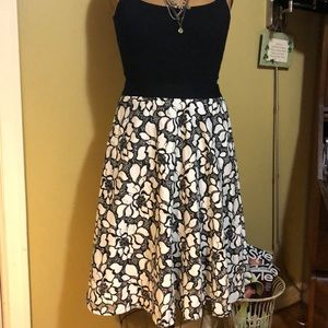 A line skirt with elastic waist and back zipper